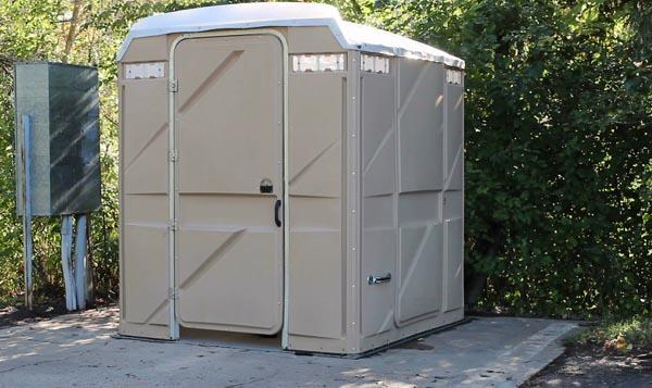 mobile_toilet_shutterstock_158300177